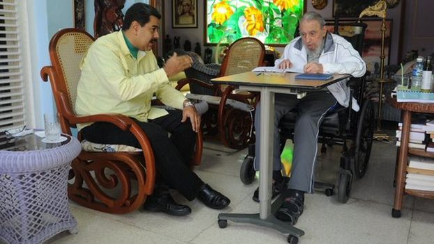 The most recent picture of Fidel Castro distributed by Nicolas Maduro, who met with him on 19 March. (@ Nicolás Maduro / Twitter)
