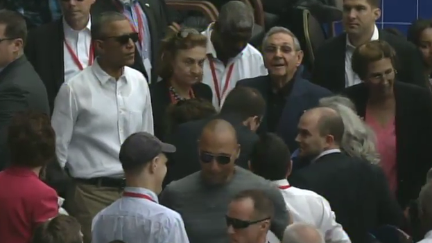 Presidents Barack Obama and Raul Castro on arrival at the Latin American Stadium. (Fotogram)