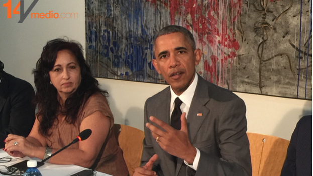 Miriam Celaya seated next to President Obama during his meeting in Havana with representatives from independent civil society.