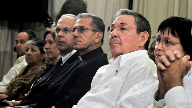 The new archbishop of Havana, Juan de la Caridad Garcia Rodriguez, with Cuban President Raul Castro at the inauguration of the new headquarters of the San Carlos and San Ambrosio seminary in Havana.(Gaspar el Lugareño)