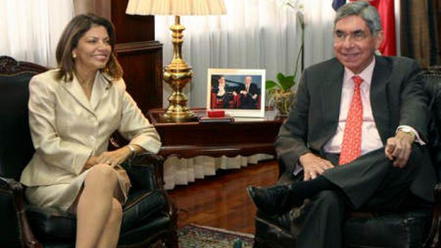 Oscar Arias and Laura Chinchilla, signed the appeal along with dozens of Latin Americans. (TicoVisión)