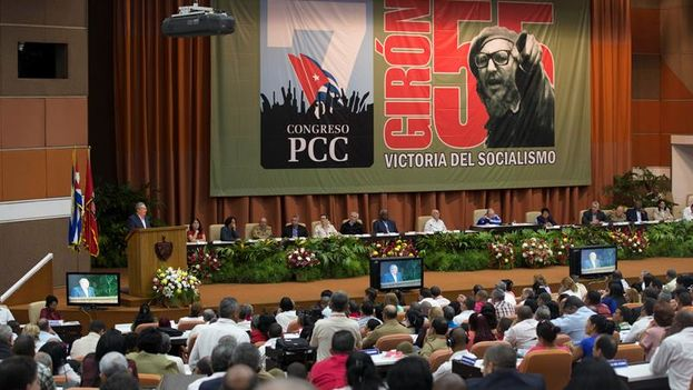 Cuban president Raúl Castro speaking last Tuesday at the 7th Congress of the Cuban Communist Party (EFE)