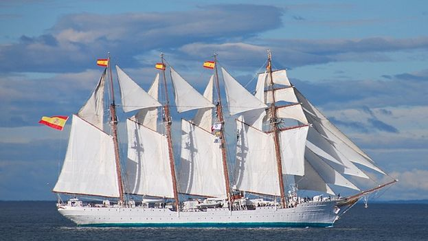 The training ship Juan Sebastian Elcano is the best known barquentine of the Spanish Armada. (M. Exteriores)