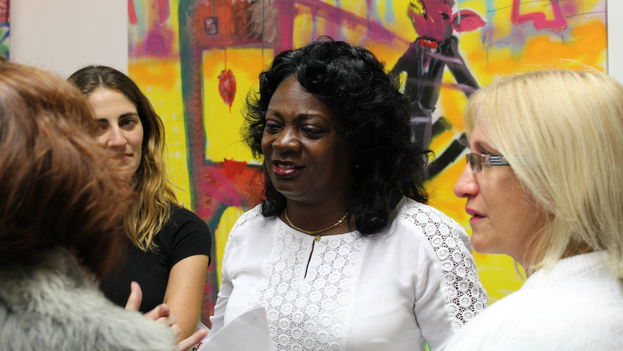Berta Soler, leader of the Ladies in White, during the art exhibit by El Sexto in Miami, Florida. (14ymedio)
