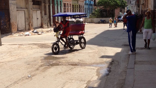 Pedicab in Havana. (14ymedio)