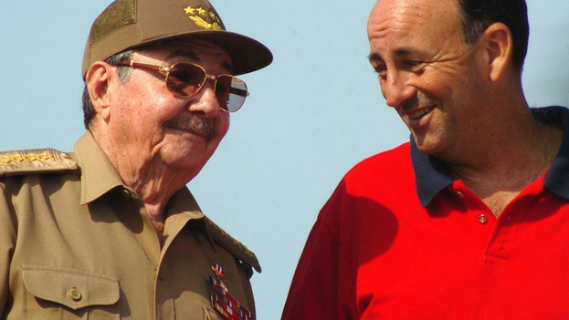 President Raul Castro with Carlos Lage, then vice president, when everything was still complicity. (EFE)