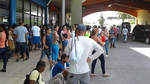 Cuban migrants stranded in Mexico wait to buy airplane tickets to Mexico