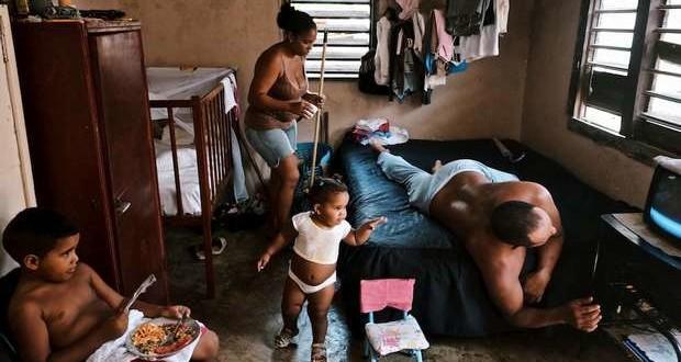 A Cuban family (X bit labs Community)