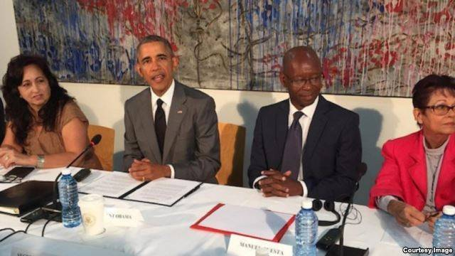 Miriam Celaya, President Obama, Manuel Cuesta Morua and Miriam Leiva meeting during Obama's recent trip to Cuba (courtesy image)
