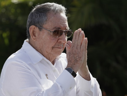 Raúl Castro has slipped the designs of the PCC into a tabloid with documents analyzed and approved during the VII Congress of the Cuban Communist Party