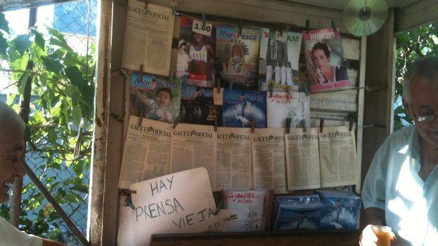 Newsagent in Cuba. (Luz Escobar)