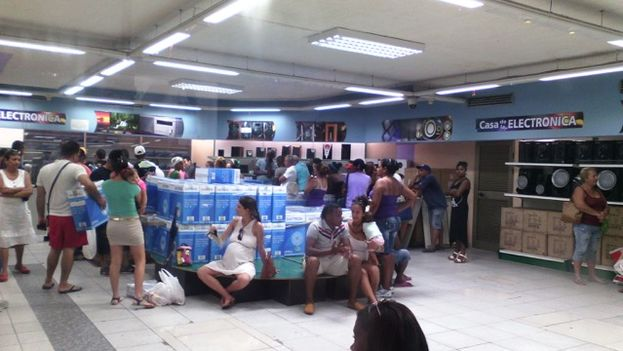 Customers in a Havana electronics store, in line to buy fans
