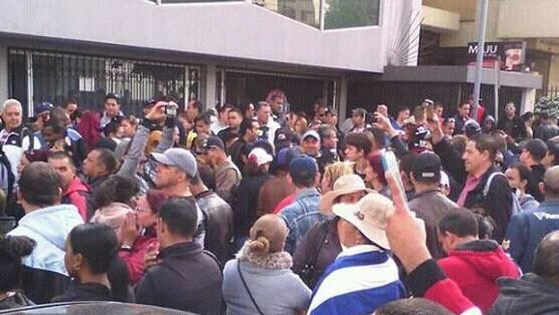Cubans demonstrating in Ecuador (14ymedio)