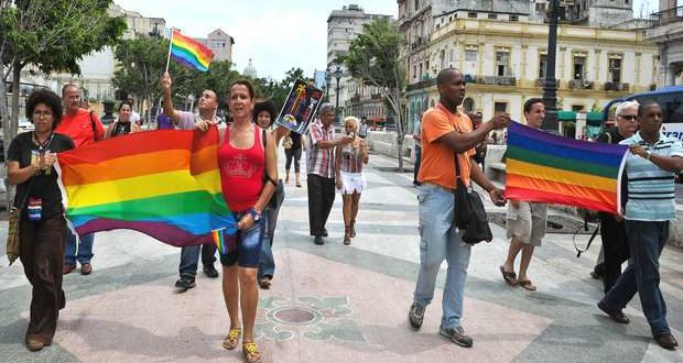 Cuban homosexuals parade with their flags on the Paseo del Prado in Havana. Taken from the Independent.