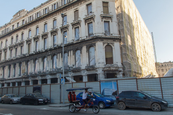 The Manzana de Gomez Hotel building today. Source: Havana Times