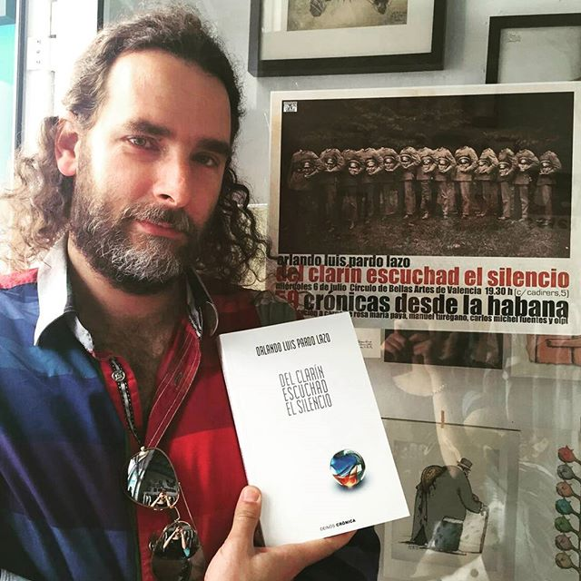 Orlando Luis Pardo Lazo with his most recent book, Del