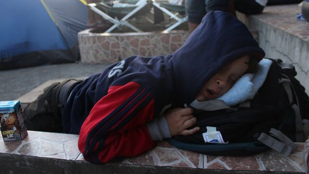 A Cuban child sleeps near the border between Panama and Costa Rica waiting to continue with his family travel to the US. (Silvio Enrique Campos)