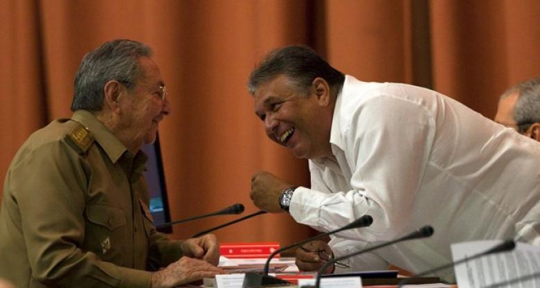 Raúl Castro and former Minister Marino Murillo. (INFOLATAM)