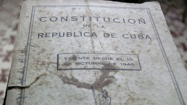 Brochure with the content of the Cuban Constitution of 1940. (Manuel Diaz Mons)