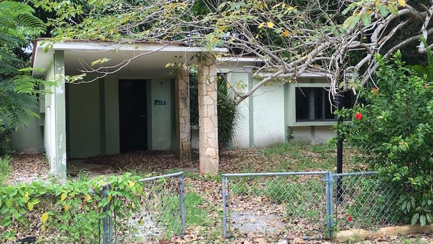 An abandoned house in the Tarara district. (14ymedio)