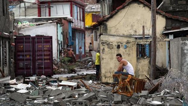 Hurricane Matthew left serious damage in Cuba at the eastern end of the island, with total and partial collapses of houses, electricity poles and roads completely cut off. (EFE)