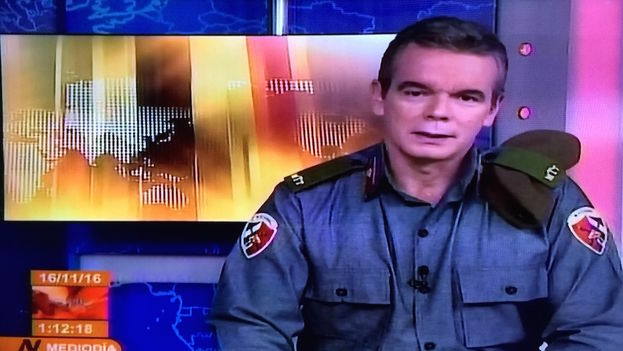 Froilan Arencibia, like other Cuban television announcers, wore a military uniform for the occasion. (14ymedio)