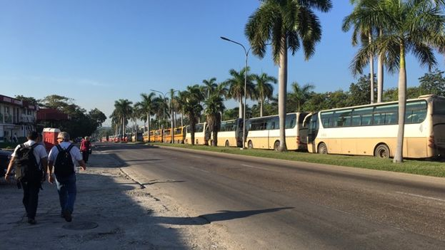 Rancho Boyeros Avenue in Havana was filled with buses that transported the soldiers. (14ymedio)