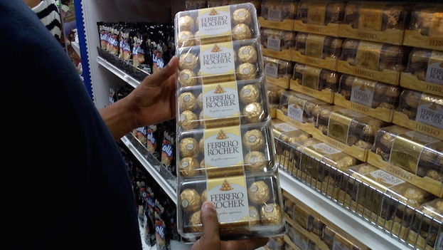 A box of 80 chocolates costs 68.25 CUC, three months salary of a professional. (14ymedio)