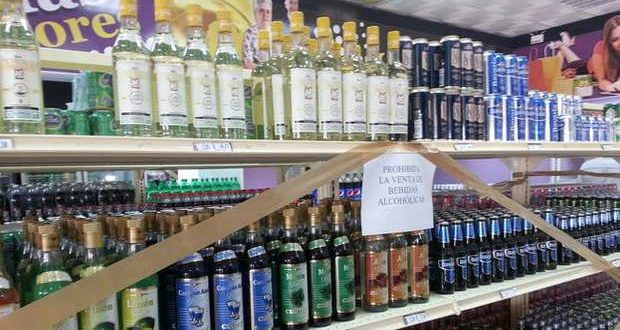 """Sale of alcoholic beverages prohibited"" says a sign in a hard-currency shop in Holguín. Taken from 14ymedio."