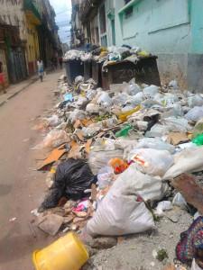 Trash dumped at Aquila and Estrella Streets. Photo by Orlando Freire Santana