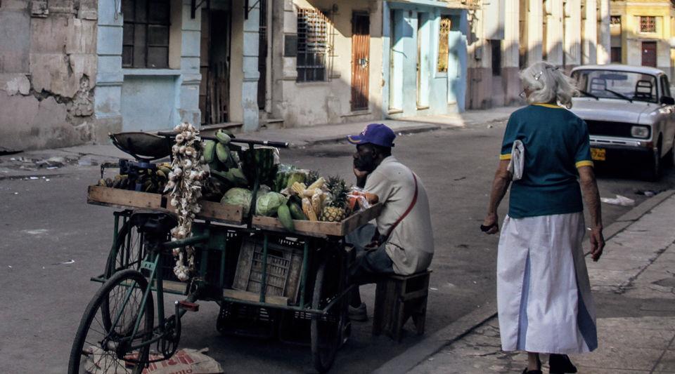 Cart vendor in Havana (14ymedio)