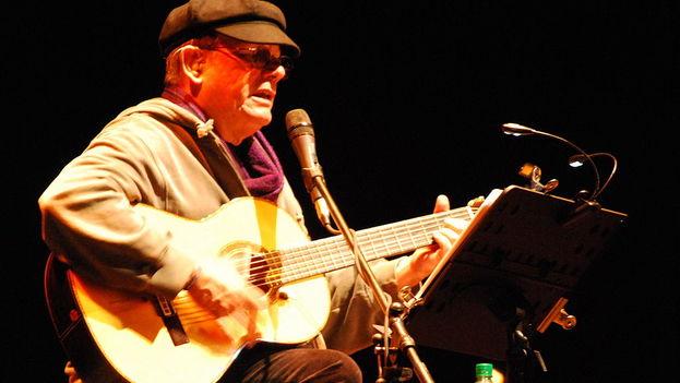 Silvio Rodriguez in concert in 2011