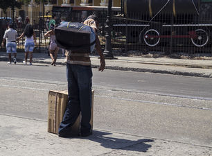 A cardboard box is the usual luggage of travelers. (14ymedio )