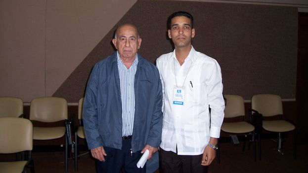 Juan Carlos Gálvez with vice president Machado Ventura on 14 December 2008 at the 7th Congress of the Committees for the Defense of the Revolution (JCG)