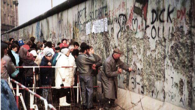 alemanes-emprenden-muro-BerlA-n-CC_CYMIMA20141108_0067_16