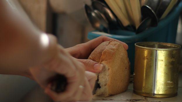A piece of bread. (14ymedio)
