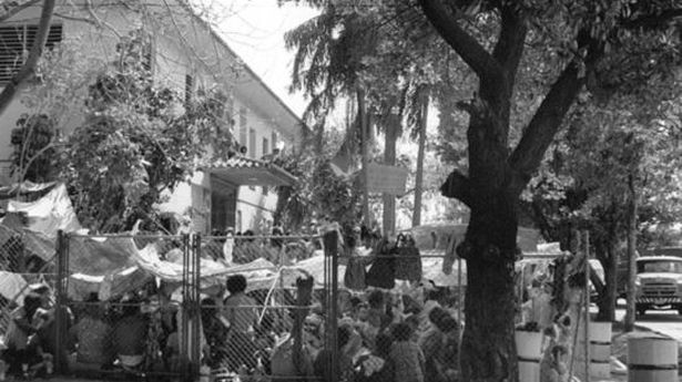 On 1 April 1980, the driver a city bus on its regular route full of Cubans decided to crash the bus through the fence of the Peruvian embassy in Havana, looking for asylum to leave the country. The embassy refused to expel them from the diplomatic cite and on April 4, Fidel Castro's government deiced to withdraw military guards from the site.