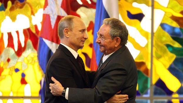 Raúl Castro and Vladimir Putin in Havana's Palace of the Revolution in July 2014. (EFE/Alejandro Ernesto)