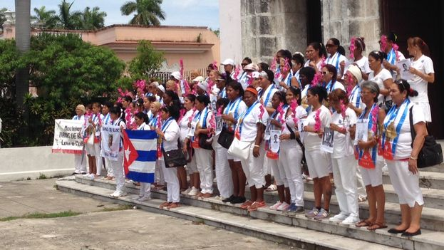 Ladies in White in front of the church of Santa Rita, on 5th Avenue in Havana this last June (14ymedio / File)