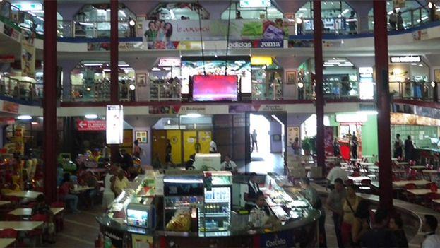 Interior of Carlos III Market in downtown Havana. (14ymedio)
