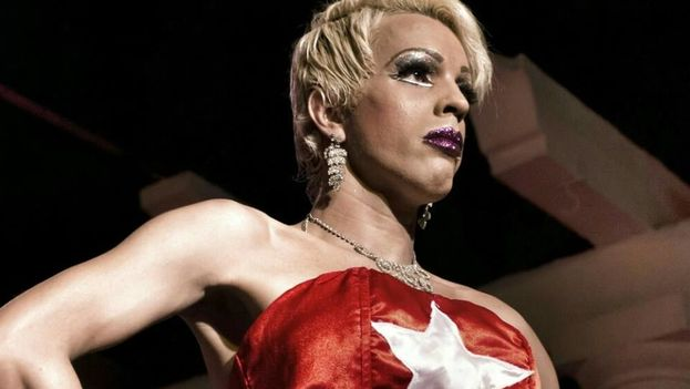 El Portazo offers an ingenious show where theatrical drama merges with cabaret