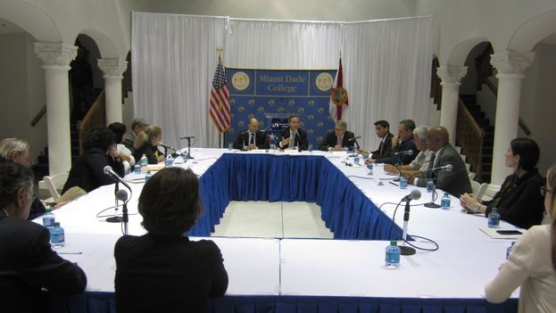 President Barack Obama's key advisor on Cuba policy, Ben Rhodes, during his meeting with representatives of civil society on the island. (14ymedio)