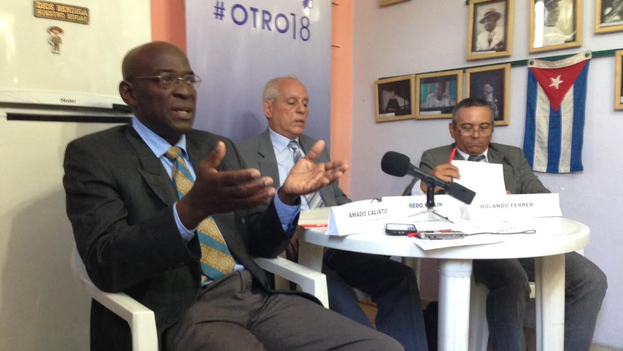 The lawyers Amado Calixto, Wilfredo Vallin and Rolando Ferrer during the press conference for the #Otro18 campaign. (14ymedio)