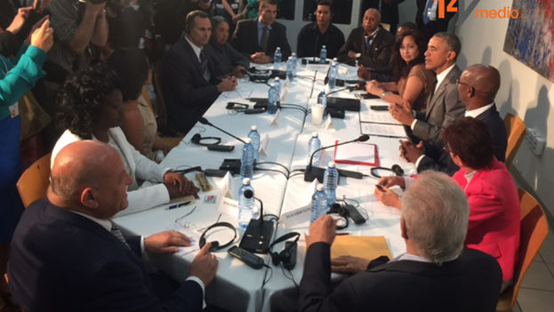 Barack Obama meeting with dissidents in Havana on Tuesday. (14ymedio)
