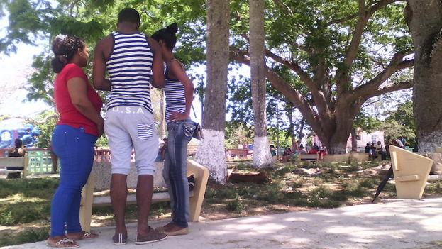 Santa Amalia Park in Arroyo Naranjo, Havana, one of the wifi areas enabled in the Cuban capital. (14ymedio)