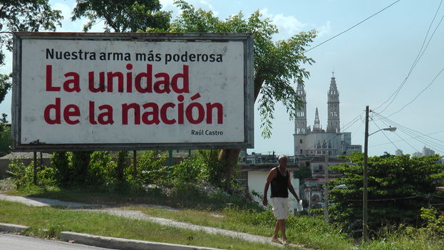 A billboard quotes Raul Castro: Our most powerful weapon: The Unity of the Nation. (14ymedio)