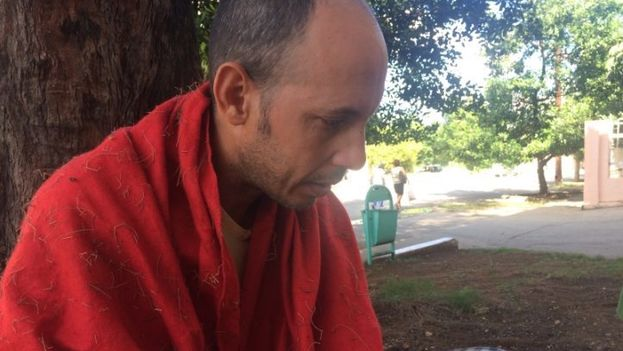 Biologist Ariel Ruiz Urquiola on hunger strike to demand medical treatment for his sister. (CubaNet)