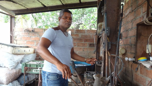 Onel Vara Fernández has a license to make and sell items for the home, in Camagüey. (14ymedio)