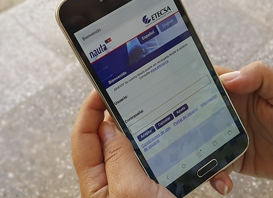 Cell phone with Nauta site open (Photo: Pablo González)