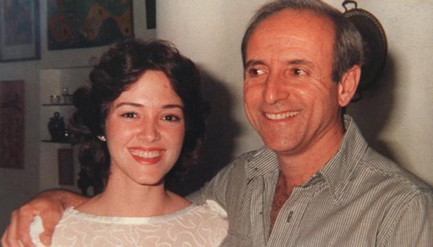 Reproduction of a photo taken in Cuba in 1986, of Cuban Colonel of Special Brigades, Antonio de la Guardia posing with this daughter, Ileana de la Guardia. AFP PHOTO / REPRODUCTION